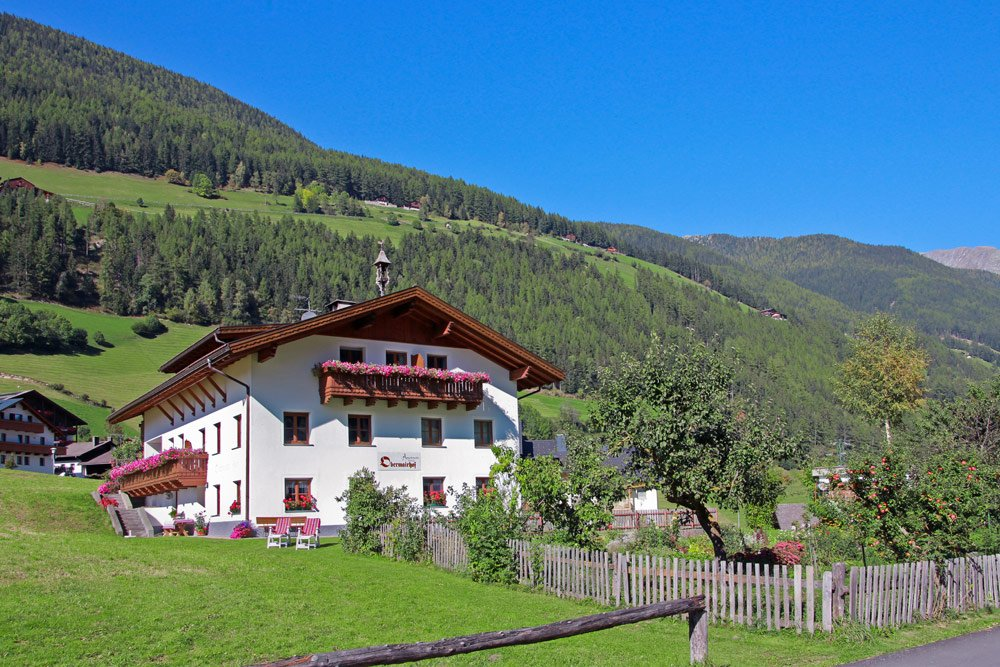 Welcome to the farm Obermairhof in San Giacomo in Valle Aurina, your home in the mountains