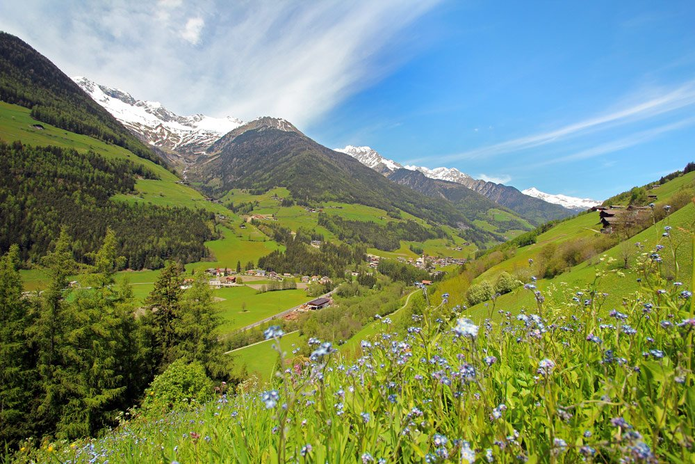 Hiking holidays in San Giacomo and Valle Aurina